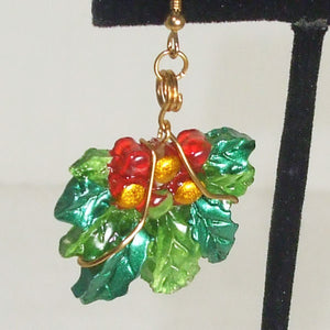 Rabeca Christmas Holly Earrings single view