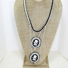 Load image into Gallery viewer, Queisha Beaded Bead Embroidery Pendant Necklace relevant front view