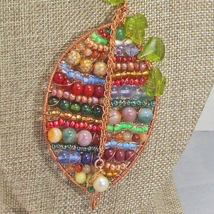 Valeska Beaded Wire Design Pendant Necklace blow up view
