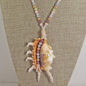 Zahra Shell Beaded Pendant Necklace close view