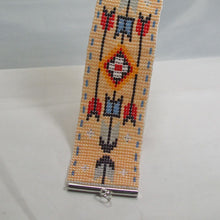 Load image into Gallery viewer, Kahsha Loom Native Bracelet close up view