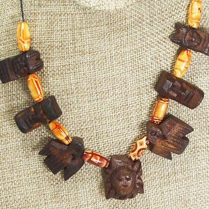 Wallis Wood Beaded Necklace blow up view