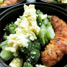 Load image into Gallery viewer, PRIMAL CRAVINGS BACON WRAPPED SAUSAGES WITH CHEESY BROCCOLI (4617137291315)