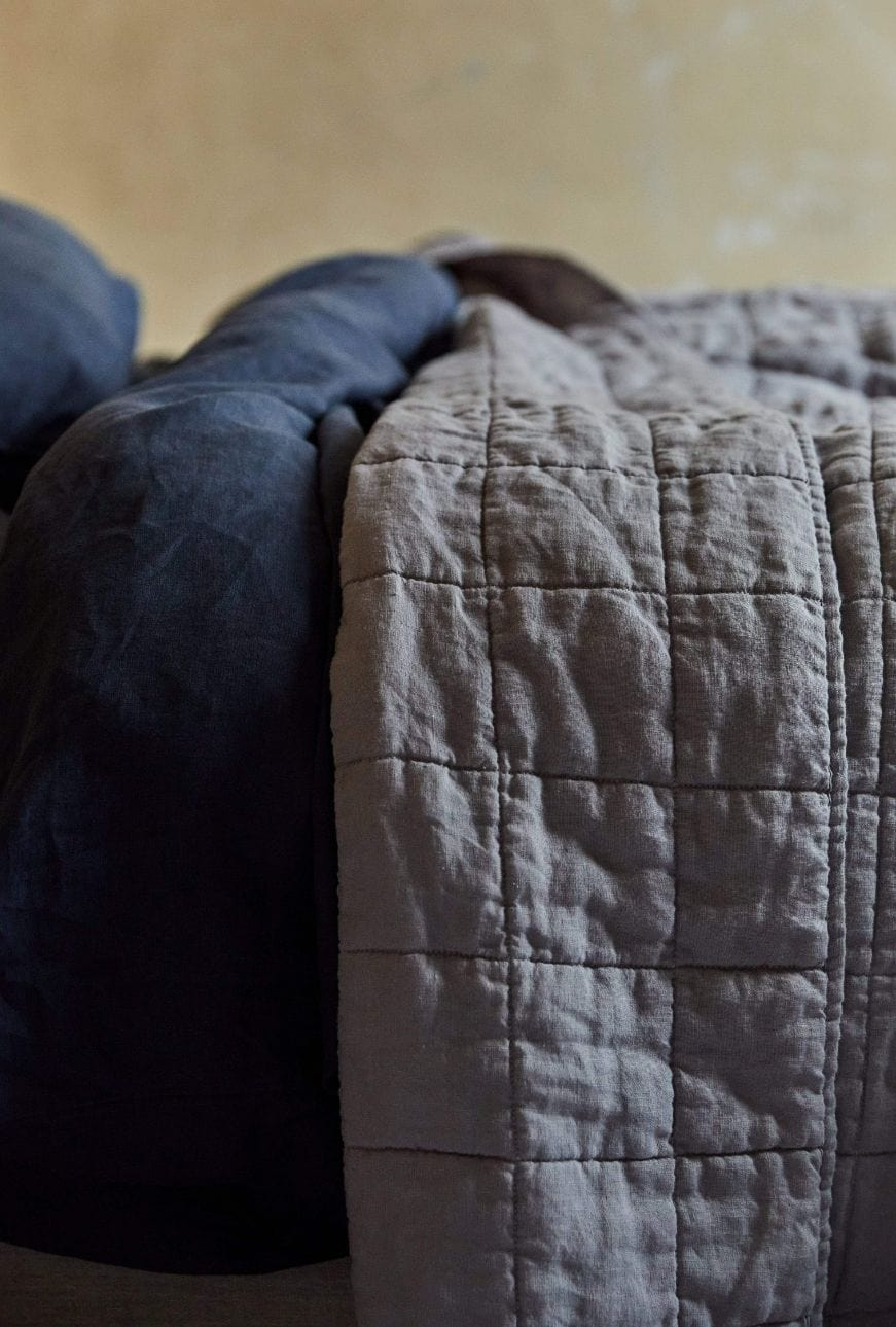 Stonewashed Linen Quilt  - Light Grey