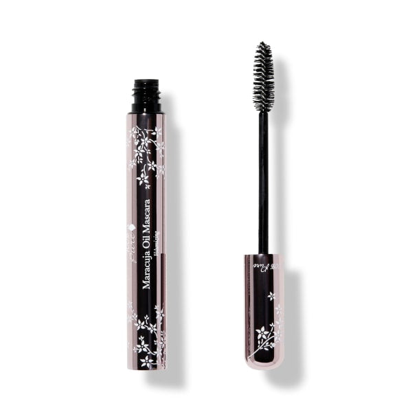 Fruit pigmented Maracuja Oil Mascara application wand is round for volumizing application. 100% Pure. Shop Reap & Sow