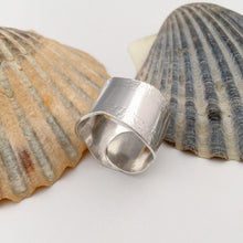 Load image into Gallery viewer, Sterling Silver Wrap Over Wave Ring