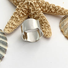 Load image into Gallery viewer, Wave Design Sterling Silver Ring