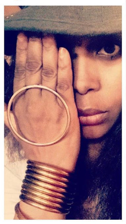 ICON LIVING // Gold ring $13.00