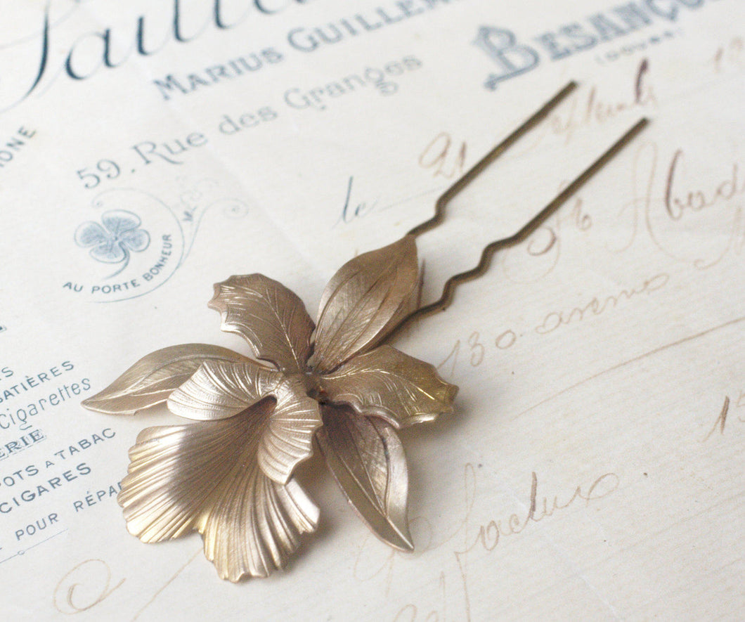 Iris hair comb bridal hair fork brass flower pick floral elegant vintage style wedding hair accessory art nouveau 1920's antique orchid