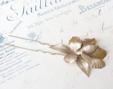 Load image into Gallery viewer, Iris hair comb bridal hair fork brass flower pick floral elegant vintage style wedding hair accessory art nouveau 1920's antique orchid