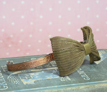 Load image into Gallery viewer, Brass mesh bow bracelet vintage