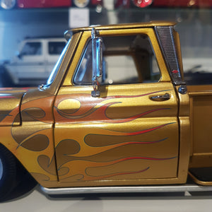 1:18 Chevrolet C-10 Pick-up Stepside, lowrider, 1965, guldmetallic, Sun Star, åben model