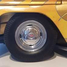 Indlæs billede til gallerivisning 1:18 Chevrolet C-10 Pick-up Stepside, lowrider, 1965, guldmetallic, Sun Star, åben model
