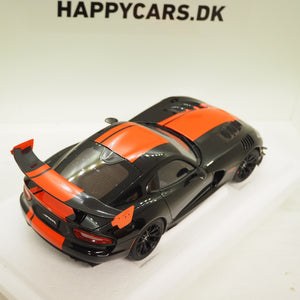 1:18 Dodge Viper ACR 2017, sort/rød, AutoArt 71732, åben model