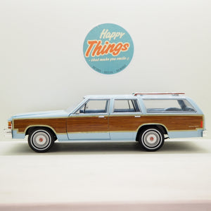 1:18 Ford LTD Coundtrup Squire 1981, Charlie´s Angels, Greenlight, lyseblå