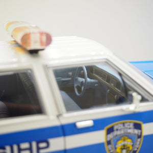 1:18 Ford Crown Victoria StationWagon, New York Police, Greenlight, delvis åben model