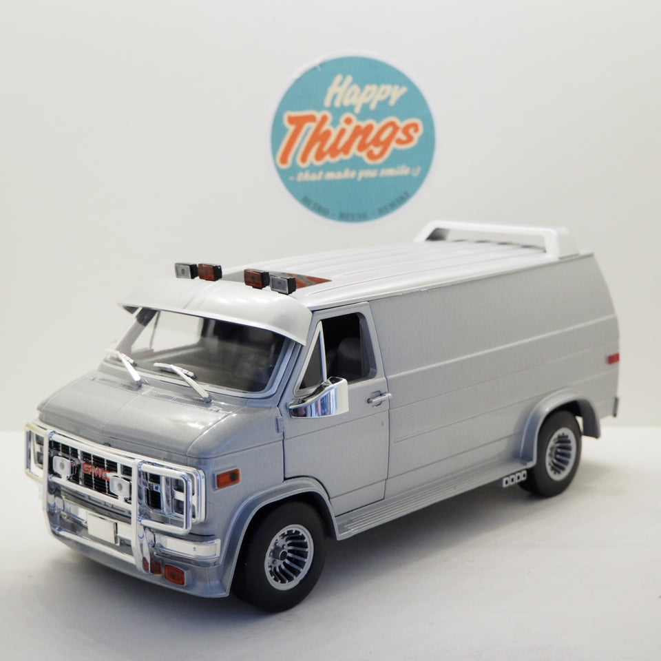 1:18 GMC Vantura Cargo G-series, van, custom 1983, sølvmetal, Greenlight 13568, delvis åben model
