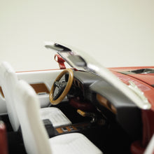 Indlæs billede til gallerivisning 1:18 Shelby GT500 convertible, Hemmings muscle machines, 1970, Candy Apple Red, åben model