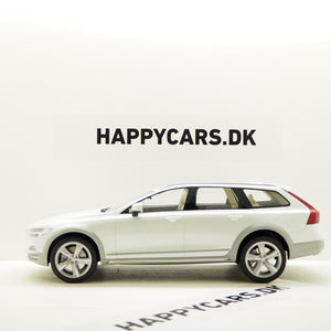 1:18 Volvo V90 Cross Country, 2017, hvid, DNA Collectibles, limited, lukket model