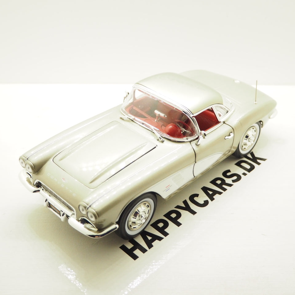 1:18 Chevrolet Corvette, gråmetallic, 1961, AutoWorld 1151, åben model
