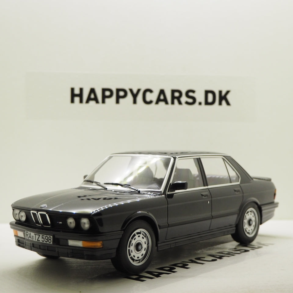 1:18 BMW M535i E28, 1986, sortmetallic, Norev 183263, lukket model