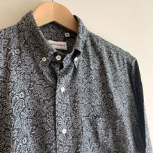 Load image into Gallery viewer, Del Mar SS Shirt - Black Stone Paisley Print Modal - Gingers & Providence