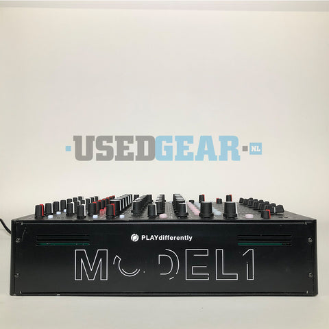PLAYdifferently MODEL1 02 left