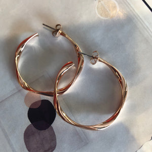 Wavy Hoop Rose Gold earrings