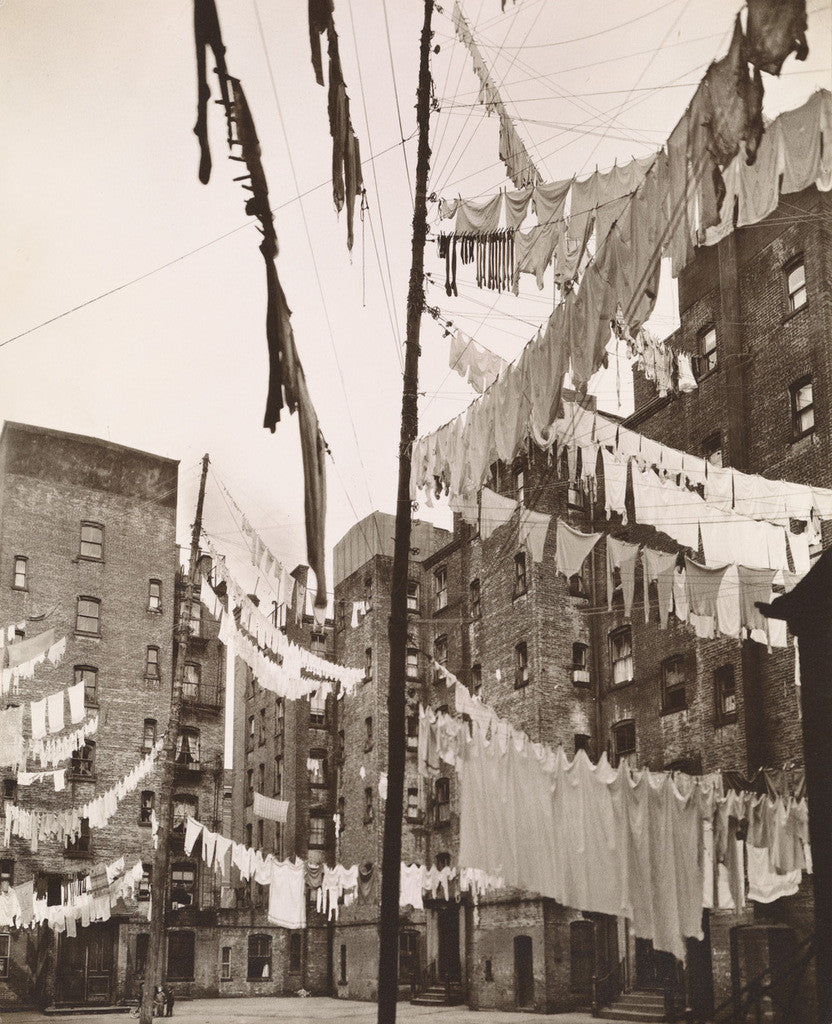 Berenice abbott 39 s court of first model tenement house in for Model houses in new york