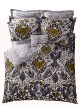 Load image into Gallery viewer, Emma Shipley Amazon Standard Pillowcase Pair