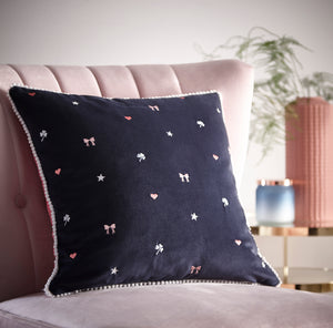 Oasis Kissing Hearts Cushion