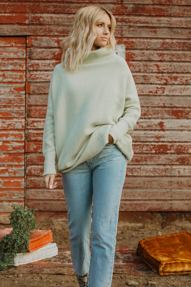Free People: Ottoman Slouchy Pullover (Lt. Green)