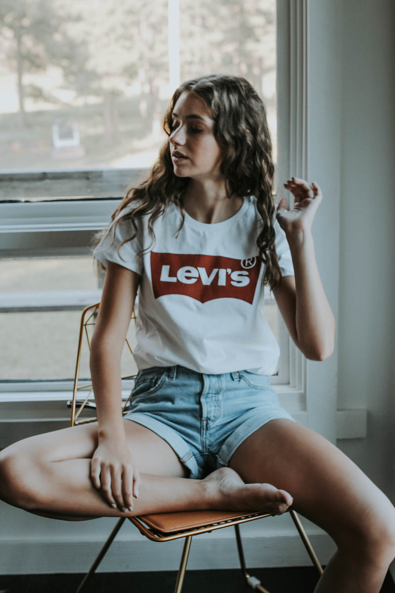 LEVI'S: THE PERFECT TEE LARGE BATWING WHITE GRAP