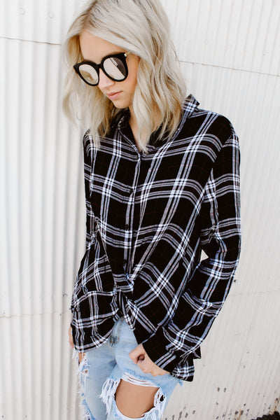 BLACK KNOTTED FLANNEL