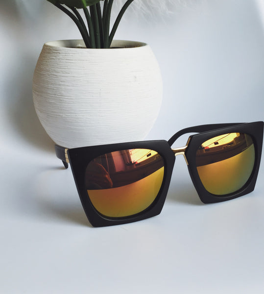 Throwing Shade Sunglasses (Black/Pink)