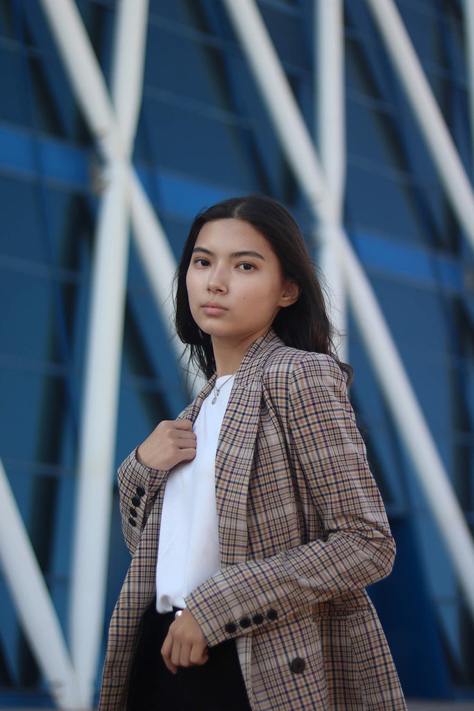 girl wearing tee and blazer