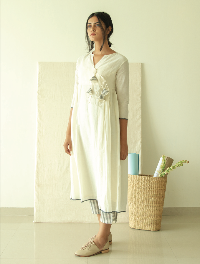Ivory Kediyu Tunic In Jamdani With Free Slip (Set of 2)