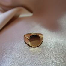 Load image into Gallery viewer, Freya Signet Ring - Jomami