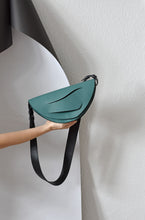 Load image into Gallery viewer, Dune Clutch - Jade Green