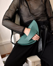 Load image into Gallery viewer, green leather clutchbag