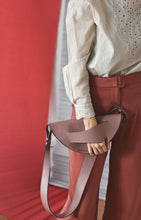 Load image into Gallery viewer, Dune Clutch - Vintage Mauve