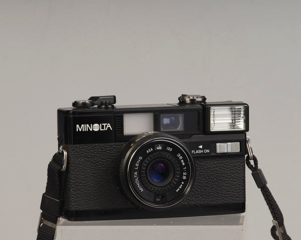 Minolta Hi-Matic S2 35mm camera w/ original case; flash not functional, otherwise works great