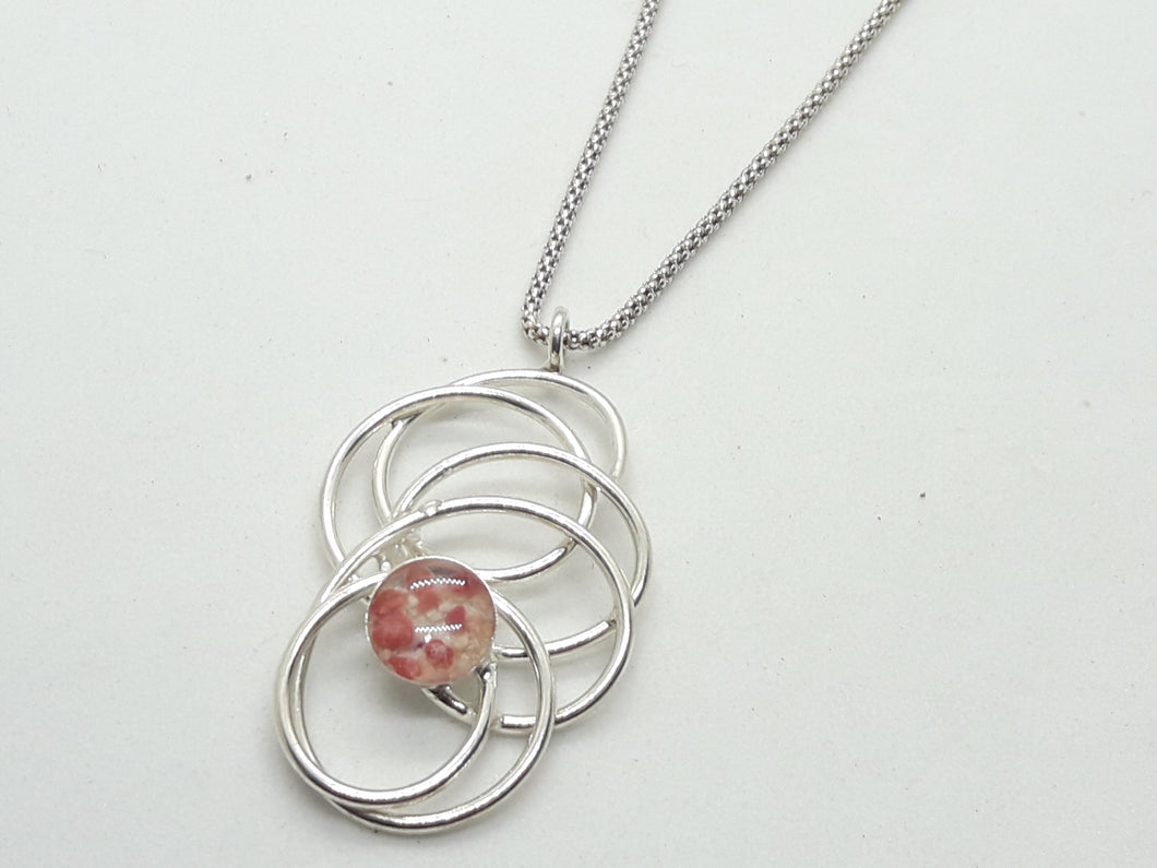 Circular motion necklace