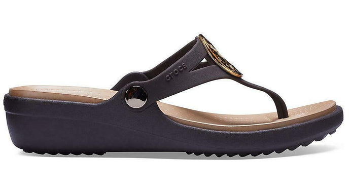 Crocs Australia Sanrah Hammered Metal Wedge Flip | Espresso/Gold Metallic One Country Mouse Yamba