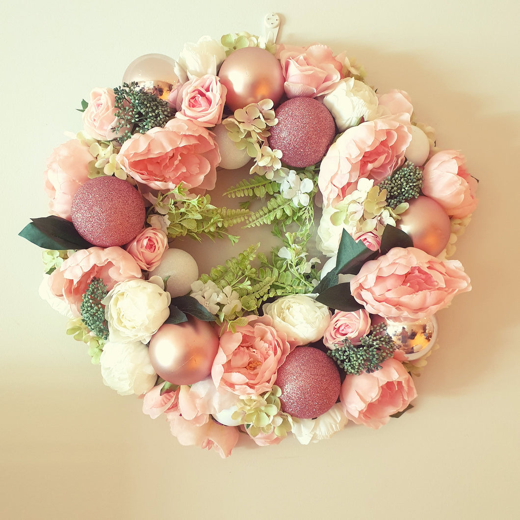 Beautiful country garden Pink and white Christmas 45cm Wreath