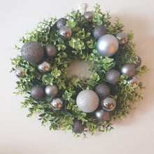 Load image into Gallery viewer, Black baubles and boxwood Christmas Wreath