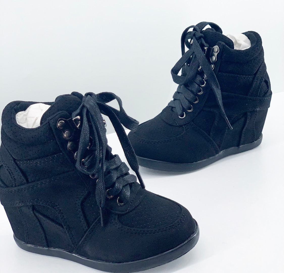 Mia Wedge Black (Big Kids)