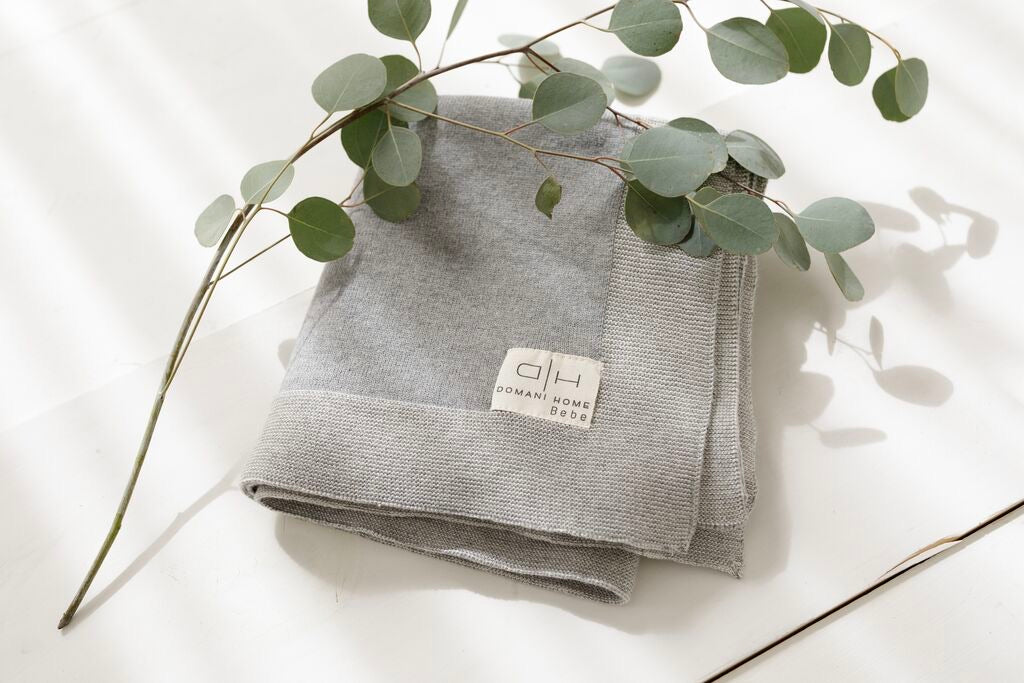 DH Transfer Flat Knit Gray Blanket with Pouch