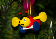 Load image into Gallery viewer, BUZZY BEE- Christmas Decorations