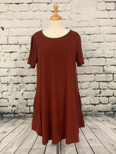 Load image into Gallery viewer, Zenana Plus size short sleeve tunic with pockets brick red